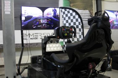 Samen Virtual Reality Racen in Almere - Ga eens simracen in plaats van karten!