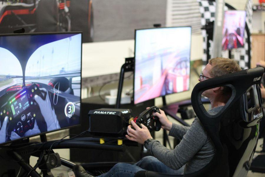 Groepsarrangement racen simulatoren immersive Almere